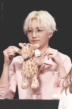 Listen to every Seventeen track @ Iomoio Woozi, Mingyu, Oppa Gangnam Style, Hip Hop, Choi Hansol, Jeonghan Seventeen, Won Woo, Seventeen Debut, Carat Seventeen