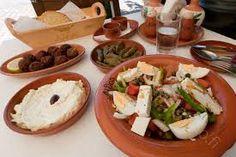 Kuvahaun tulos haulle kreikkalainen ruoka Cobb Salad, Tacos, Mexican, Favorite Recipes, Cheese, Ethnic Recipes, Drink, Food, Food Food