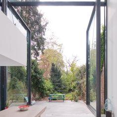 Dit huis heeft de grootste glazen deuren ooit! - Roomed | roomed.nl