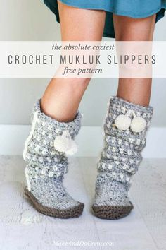 These slouchy, stylish and easy crochet slippers come together with suprisingly simple construction and, most importantly, very few ends to weave in! Get the free crochet pattern using Lion Brand Wool-Ease Thick & Quick!