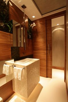 One can never tire of a wooden bathroom- eternally warm.and calming #luxurybathrooms