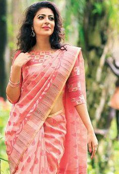Hindustan Sexy And Beautiful Celebrities - Wallpaper Artis India Pattu Saree Blouse Designs, Fancy Blouse Designs, New Saree Designs, Saree Trends, Designer Blouse Patterns, Stylish Sarees, Saree Models, Chiffon, Elegant Saree