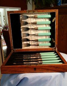 Set on Vintage Ellis Co England Jadite Green Handle Color Fish Cuttery Set MIB