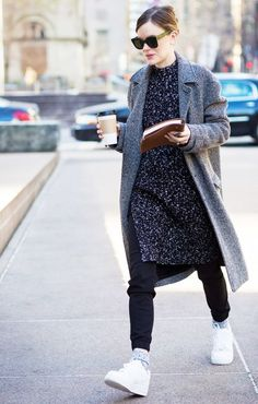 Jo Ellison wears a knit dress over skinny jeans, and pairs the look with a herringbone coat and Nike sneakers Sneaker Outfits, Sneakers Fashion Outfits, Winter Coats Women, Coats For Women, Fashion Week, Winter Fashion, Street Fashion, Net Fashion, Fashion Editor