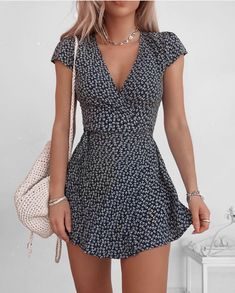 The most beautiful summer dresses from short to long. Informations About 20 schöne Sommerkleider Pin Teen Fashion Outfits, Mode Outfits, Look Fashion, Fashion Styles, Female Fashion, Women's Summer Fashion, Fashion Ideas, Summer Fashions, School Fashion