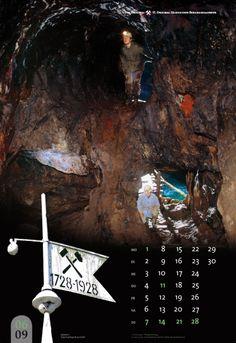 Juni Sadisdorf • Alte Abbaue oberhalb vom Tiefen Kupfergrübner Stolln • Wetterfahne am Mundloch des Stollns  Weitere Informationen: www.bergbaukalender.de • Fotos: Jens Kugler • Gestaltung: René König • Herstellung: druckspecht GmbH  Tag: Bergbau, Geologie, Kalender, Erzgebirge, Sachsen, Wandkalender