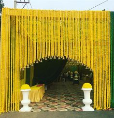 Indian wedding decorations - A wedding cannot be put in good harmony without beautiful flowers. Wedding is wholly incomplete without a fantastic cate. Marriage Decoration, Wedding Stage Decorations, Flower Decorations, Wedding Entrance Decoration, Entrance Ideas, Garland Wedding, House Decorations, Gate Decoration, Decoration Party