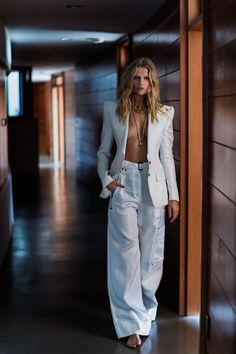 """leah-cultice: """"Toni Garrn by Gilles Bensimon for Editorialist Magazine Spring/Summer 2018 """" Classy Outfits, Chic Outfits, Trendy Fashion, Fashion Models, Face Change, Toni Garrn, How To Look Classy, Spring Summer 2018, Get Dressed"""