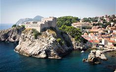 Хафингтон Пост ја вброи Хрватска, посебно Дубровник меѓу петте најатрактивни локации кои треба да се посетат ако одите на меден месец.Дубровник дефинитивно е најпопуларен меѓу младенците од Велика Британија, Ирска и Америка, но на неговата убавина не остануваат рамнодушни ни Словенците, ниту државјаните на Босна и Херцеговина. Dubrovnik, Romania, Road Trip, Water, Travel, Outdoor, Air Travel, Slovenia, Round Trip