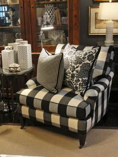 Black Buffalo Check (KO) Love black and white check in a living or family room! So striking and beautiful! My Living Room, Living Spaces, Home Interior, Interior Design, Passion Deco, White Decor, My New Room, Country Decor, Sweet Home