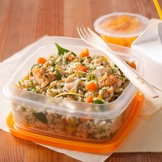 Rice salad with chicken and herbs Rice Recipes, Beef Recipes, Salad Recipes, Cooking Recipes, Confort Food, Daycare Menu, Kids Menu, Rice Salad, Cold Meals