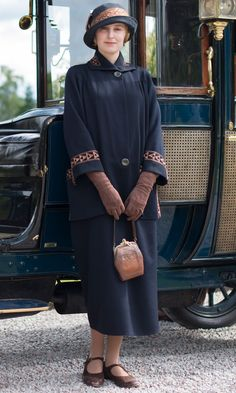 Lady Edith is ready to head to London in this stylish about-town ensemble.