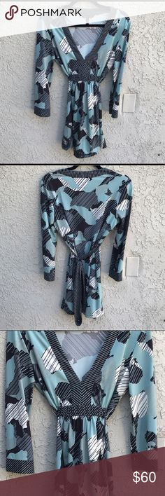 BCBG Max Azria Multi Color Patterned Top This Multi color and multi demential top will bring class and flare to any wardrobe. Measurements upon request 📏 BCBGMaxAzria Tops Blouses
