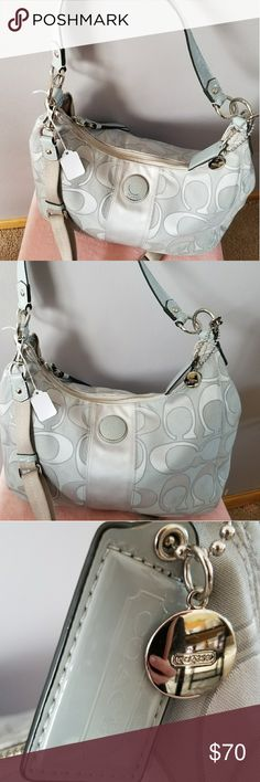 Coach poppy purse Clean and smoke free home. Authentic, bought from Coach Boutique, looking for a new home for this baby. All my purses and Authentic and Well cared for, never left sitting on the ground. Coach Bags Hobos