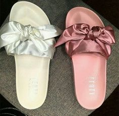 Fashion, Clothing, Shoes: Six shapes of compound your summer sandals that will make you look comfortable and chic Cute Sandals, Shoes Sandals, Shoes Sneakers, Flat Sandals, Slide Sandals, Heeled Boots, Shoe Boots, Cute Slides, Sneaker Heels