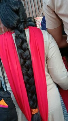 Tips with regard to fantastic looking women's hair. Your hair is certainly precisely what can certainly define you as a man or woman. To numerous people it is important to have a great hair do. Hairstyle Yourself. Hair and beauty. Pigtail Hairstyles, Twist Hairstyles, Style Hairstyle, Decent Hairstyle, Hairstyle Hacks, Pigtail Braids, Indian Hairstyles, Beautiful Braids, Beautiful Long Hair
