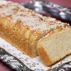 En lättgjord kardemummakakakaka som är blandning mellan vetebröd och sockerkaka.