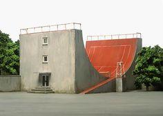 Wat te ver doorgevoerde vorm van multifunctioneel ruimtegebruik. ;-) Tennis Halfpipe