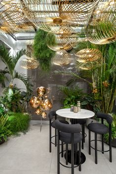 The Manzoni restaurant in Milan by Tom Dixon Tom Dixon, Diy Zimmer, Tropical Interior, Restaurant Concept, Globe Lights, Decoration, Table Lamp, Flooring, Ideas