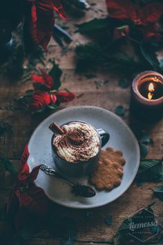 Shared by ❥ Bambi. Find images and videos about food, winter and chocolate on We Heart It - the app to get lost in what you love. Soft Grunge, Marry Xmas, Gourmet Recipes, Vegetarian Recipes, Coffee Tumblr, Autumn Cozy, Xmas Food, Christmas Aesthetic, Simple Pleasures