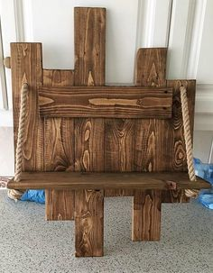 Use Pallet Wood Projects to Create Unique Home Decor Items – Hobby Is My Life Pallet Patio Furniture, Western Furniture, Furniture Projects, Rustic Furniture, Diy Furniture, Antique Furniture, Modern Furniture, Furniture Cleaning, Furniture Stores