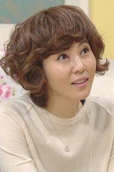 Actress Kim Nam-ju (김남주). She always has great hair!