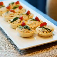Cu ce să umpleți mini-tartele: 10 idei simple pentru orice gust! - Retete Usoare New Year's Food, Party Finger Foods, Russian Recipes, Bruschetta, Bon Appetit, Cantaloupe, Food And Drink, Appetizers, Cooking Recipes
