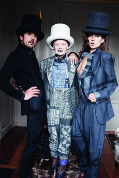 Vivienne Westwood fall with Stella Schnabel and Andreas Kronthaler, shot by Juergen Teller. If you thought Dame Viv was an exhibitionist. Vivienne Westwood, Quirky Fashion, High Fashion, Fashion Show, Ethical Fashion, Fashion Fashion, Fashion Brands, London Fashion Weeks, Sarah Jessica Parker