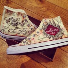 "on ""Custom painted marauders map Harry potter hightops! Harry Potter Converse, Harry Potter Mode, Harry Potter Shoes, Harry Potter Merchandise, Harry Potter Style, Harry Potter Outfits, Harry Potter Gadget, Harry Potter Clothing, Painted Converse"