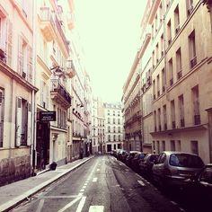 Rue au petit matin.