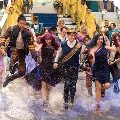 It's the weekend - time to dance, sing and splash around! We hope you're having as much fun as these guys are! The Descendants, Descendants Pictures, Descendants Characters, Disney Channel Descendants, High School Musical, Mal And Evie, Ben And Mal, Decendants, Great Pic