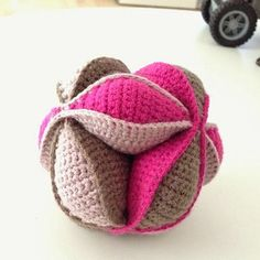 Amish Puzzle Ball Crochet Pattern