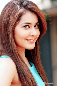Rashi Khanna Beautiful Girl Indian, Beautiful Indian Actress, Beautiful Girl Wallpaper, Indian Photoshoot, Stylish Girls Photos, Woman Smile, Girly Pictures, Beautiful Bollywood Actress, Viria