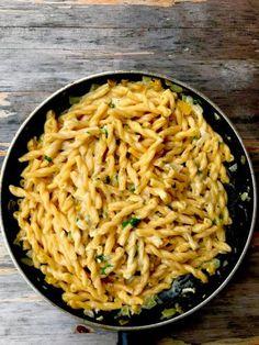 Mozzarella, Spaghetti, Eat, Ethnic Recipes, Food, Meal, Essen, Hoods, Meals
