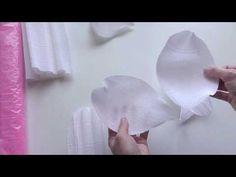 МК/DIY/Все о лепестках пиона - YouTube Crepe Paper Flowers Tutorial, Paper Flower Backdrop, Giant Paper Flowers, Plastic Flowers, Big Flowers, Fabric Flowers, Paper Peonies, Paper Roses, Diy And Crafts
