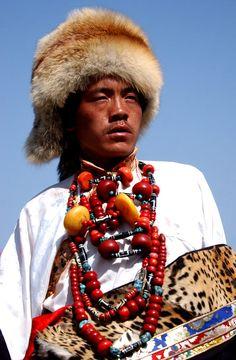 A la découverte du peuple khampa, fiers guerriers et brigands-gentilshommes. https://turandoscope.wordpress.com/