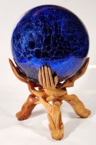 The origin of the use of the crystal ball dates from the Celtic tribes who were living in the island of Great Britain from 2.000 B.C. and they were unified on the part of the druids, who were one of the groups first in using the crystal ball as a clairvoyance method.