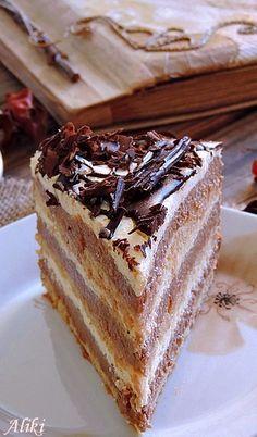 Plazma torta Sastojci  pripremiti 300 g. mlevenog plazma keksa, po 4 kašike koristiti za pripremu svake kore, ostatak ide u fil  za jednu koru  4 belanca 4 kašike šećera 4 kašike mlevenog plazma keksa 1/4 kašikice praška za pecivo  praviti 3 ovakve kore  fil  12 žumanca 150 g. šećera 100 g. čokolade  2 pudinga sa ukusom slatke pavlake 6 dcl. mleka 5 kašika šećera  250 g. maslaca ili margarina ostatak plazma keksa  2 šlag krema od vanile - pripremiti po uputstvu