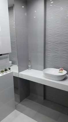 Tubądzin Abisso - zdjęcie od BLU salon łazienek Płońsk House Design, Home, Lighted Bathroom Mirror, Bathroom Mirror, Modern Bathroom, Bathroom, Bathrooms Remodel, Bathroom Design, Bathtub
