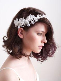 Cài tóc vòng hoa anh đào lụa nở rộ | VOW Wedding
