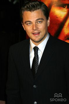 "Photo by: NPX/starmaxinc.com 2006. 12/6/06 Leonardo DiCaprio at the premiere of ""Blood Diamond"". (Los Angeles, CA) ***Not for syndication in France!***"