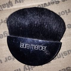 """Laura Mercier Mineral Primer Brush Laura Mercier Mineral Primer Brush   PreOwned excellent   is a black goat hair brush with half-moon-shaped head and small handle for perfect application of Mineral Primer to quickly maneuver the planes and contours of the face.  Length: 2 1/2"""". By Laura Mercier; made in the USA. Laura mercier Makeup Brushes & Tools"""