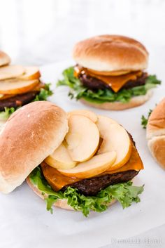 These Apple Cheddar Veggie Burgers are the perfect fall burger for dinner at home or a fall outdoor cookout with friends. Best Burger Recipe, Burger Recipes, Healthy Toddler Meals, Healthy Snacks, Toddler Food, Meatless Burgers, Veggie Burgers, Burger Bar Party, Catering Food Displays