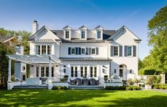 Modern Farmhouse Exterior, Colonial Exterior, Elegant Homes, Home Photo, Traditional House, My Dream Home, French Doors, Exterior Design, Patio Design