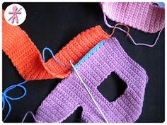 © AmigurumisFanClub       Como pasa el tiempo!!! Hace ya más de dos años que diseñamos estas letras 3D  y seguimos recibiendo correos ... Crochet Alphabet, Crochet Letters, Crochet Symbols, Crochet Stitches, Crochet Cow, Crochet Amigurumi, Crochet Numbers, Denim Crafts, Crochet Home Decor