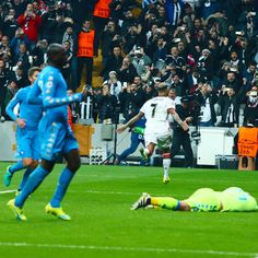Ricardo Quaresma vs Napoli champions league goal celebrate