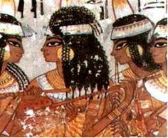 KLAF: Tocado egipcio hecho en materiales espesos y en forma de bandas que se fijaban en las sienes.