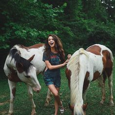 Beautiful Girl and Beautiful Painted Horses. Cute Horses, Pretty Horses, Horse Love, Beautiful Horses, Cowgirl And Horse, Horse Girl, Horse Riding, Horse Photos, Horse Pictures