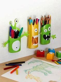 Transforme os frascos de xampu e condicionador em divertidos organizadores para as crianças.
