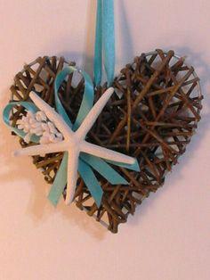 Cuore in midollino naturale decorato con stella marina e nastri Tiffany